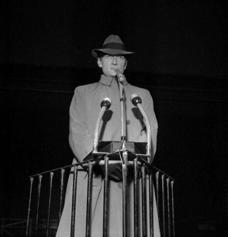 Jean Vilar dans La Résistible ascension d'Arturo Ui de B. Brecht. Paris, TNP, novembre 1960.