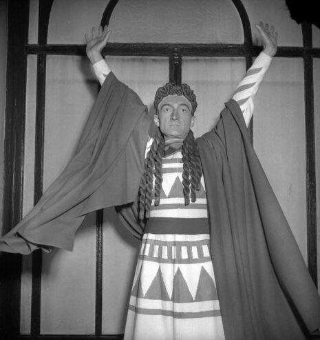 Jean Vilar dans Oedipe d'André Gide. Paris, théâtre Marigny, avril 1951.