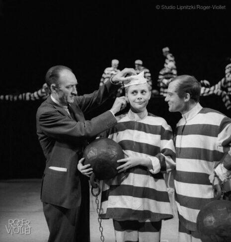 Répétition d'Ubu roi d'Alfred Jarry. Jean Vilar, metteur en scène, Christiane Minazzoli et Yves Gasc. Paris, TNP, mars 1958