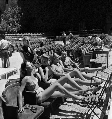 Bain de soleil entre deux répétitions (Jeanne Moreau, Monique Chomette)