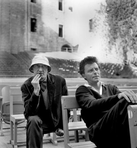 Jean Vilar et Gérard Philipe dans la grande cour du Palais des papes (1958)